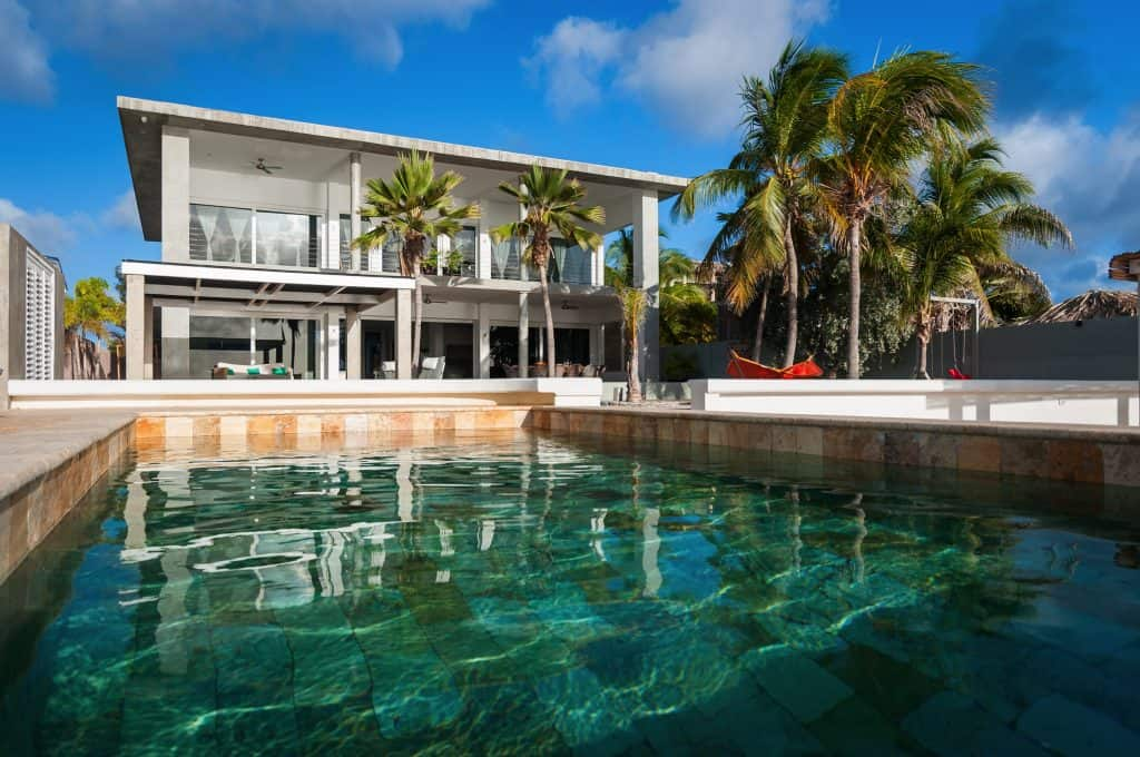 Oceanfront contemporary 6 bedroom villa