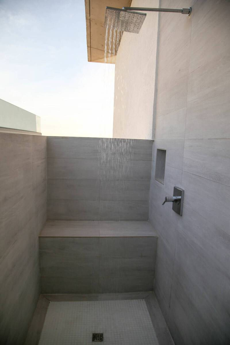 Aruba Beachfront Estate outdoorshower