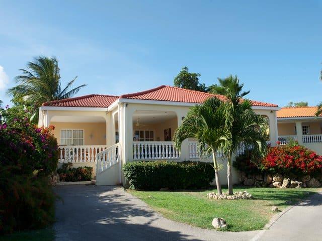 Lagun Villa