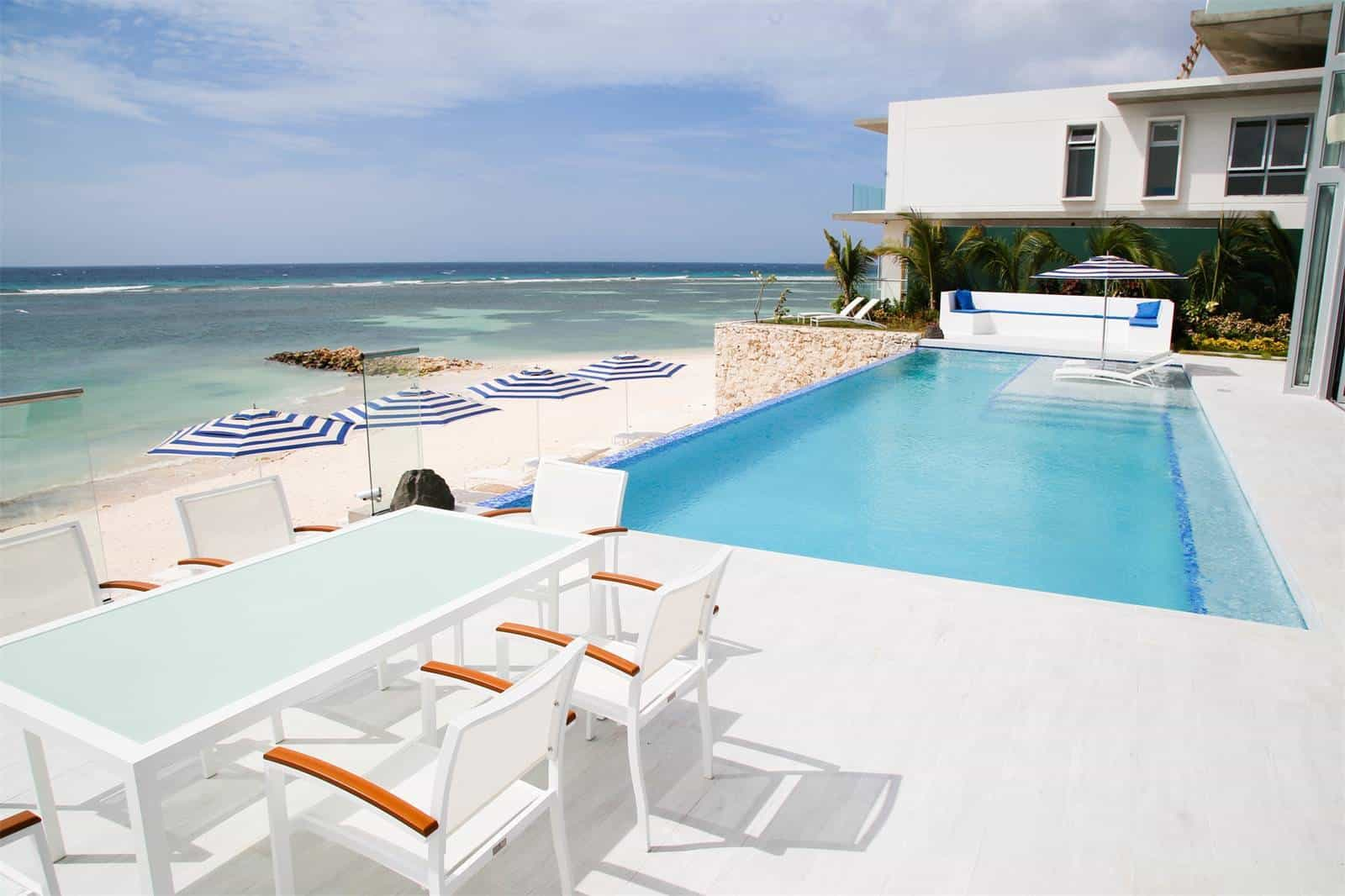 Aruba Beachfront Estate poolside