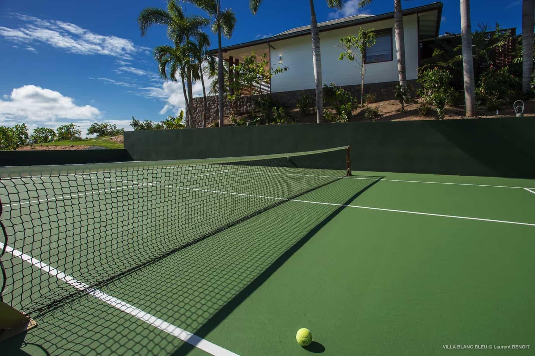 tennis court Villa Blanc Blue St Barths